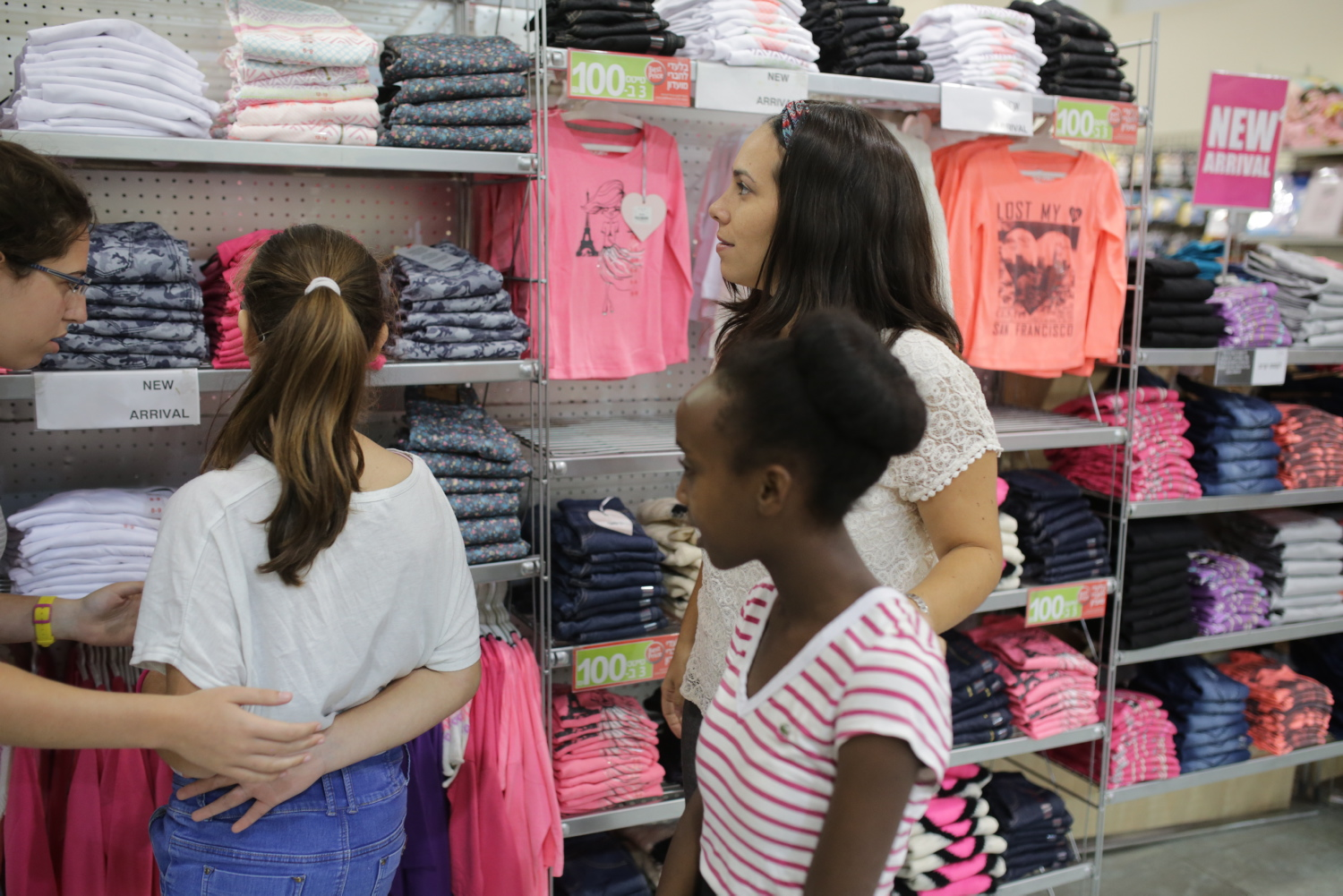 children clothing shopping with Yael Eckstein